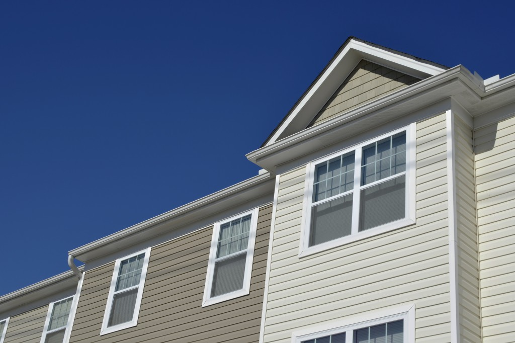 front-of-house-vinyl-siding_75281377