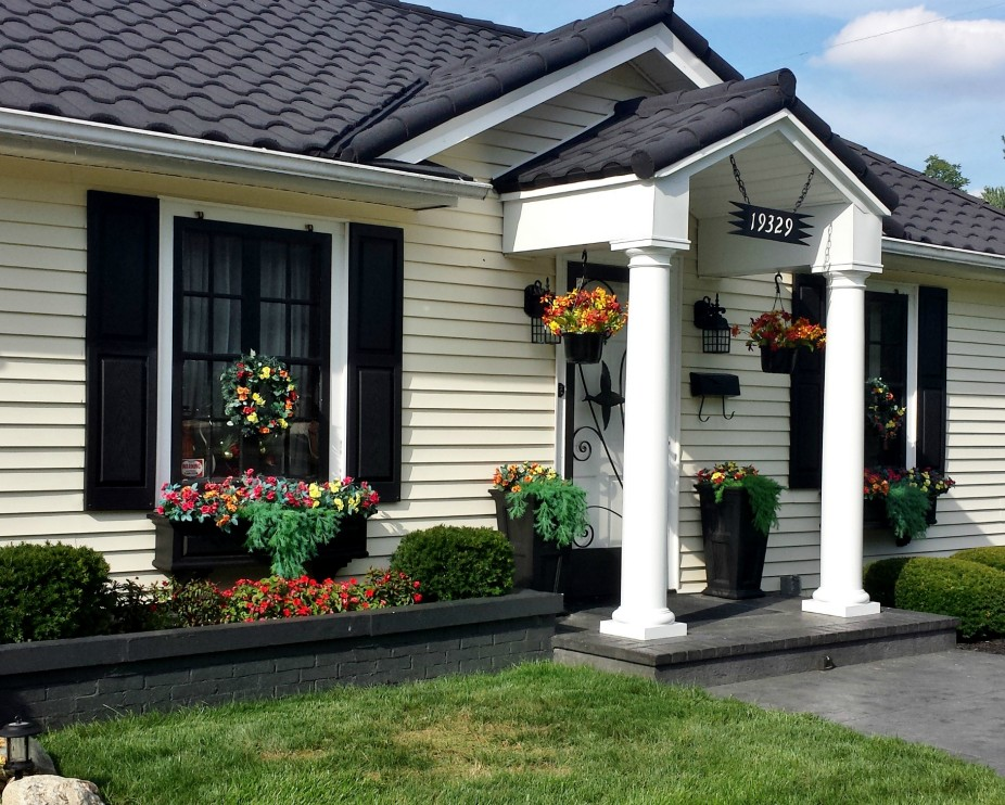The Klingels black window boxes and matching shutters are a curb appeal knockout!